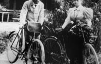 26 iulie 1895: Pierre și Marie Curie se căsătoresc