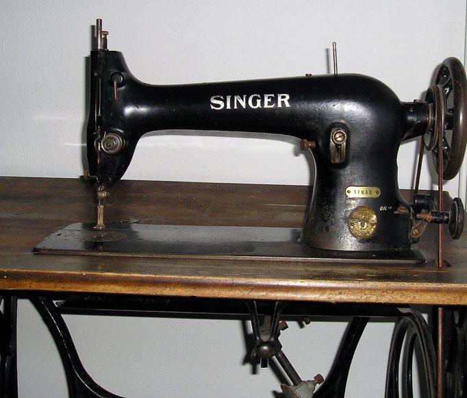 mașină de cusut invenție