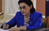 Ecaterina Andronescu vrea să renunțe la manualul unic