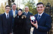 Cornel Micu, tânărul român premiat de Regina Elisabeta a II-a pentru rezultatele academice excelente