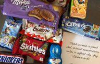 Cadou cu aromă electorală: copiii de la grădinițele din sectorul 1 au primit dulciuri de la Primărie