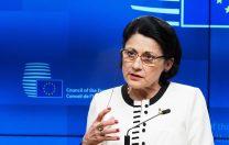 Digi 24: Ecaterina Andronescu a mototolit două bancnote în fața absolvenților de Politehnica