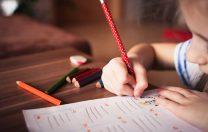 """Scrisoarea unei mame învățătoare către colega sa: """"La clasa pregătitoare nu se dau teme. Punct! """""""