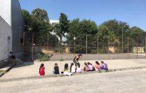 Elevii din Ferentari, ajutați la teme de ong-ul condus de Valeriu Nicolae direct în stradă