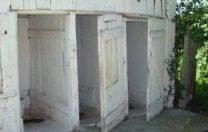 Școli fără autorizație în Cluj, cu toalete în curte și fără apă potabilă. Elevii fac sport în sălile de clasă