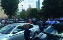 """La o școală din București, mașinile profesorilor au """"confiscat"""" curtea destinată elevilor"""