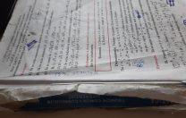 Ce fel de manuale de matematică au primit elevii de la un liceu bucureștean: rupte, cu foi lipsă și unul la bancă