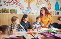 World Vision România: Majoritatea cadrelor didactice sunt femei. Fetele au medii mai bune la Evaluarea Națională și Bacalaureat