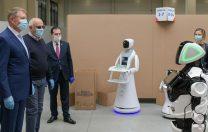 Președintele Klaus Iohannis s-a întâlnit cu robotul Escu