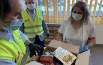 Elevii din Școlile Lumina le-au dăruit 700 de pachete de Paște medicilor de la Spitalul Victor Babeș