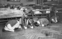 Examene în mijlocul bombardamentelor. Cum și-au susținut elevii din Londra probele scrise în al doilea război mondial