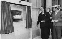 27 iunie 1967: Primul bancomat din lume este inaugurat în Anglia