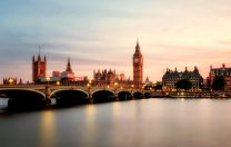 Guvernul britanic va finanța meditații private, pentru ca elevii să recupereze materia din timpul pandemiei