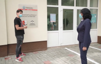 Buletin de București: Primarul Sectorului 6 a folosit  fără drepturi imaginile în care Selly lăuda o școală