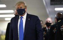 Pentru prima dată de la începutul pandemiei, Donald Trump a purtat o mască de protecție în public
