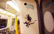 Mesajul lui Banksy, în metroul din Londra: Purtați mască!