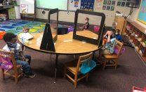 """Distanță de un metru sau separatoare: cele două variante de protecție în clase. Cuvântul """"plexiglas"""" nu apare în ordin"""
