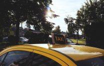 O firmă de taxi, amendată pentru refuzul de a transporta un copil cu dizabilitate locomotorie