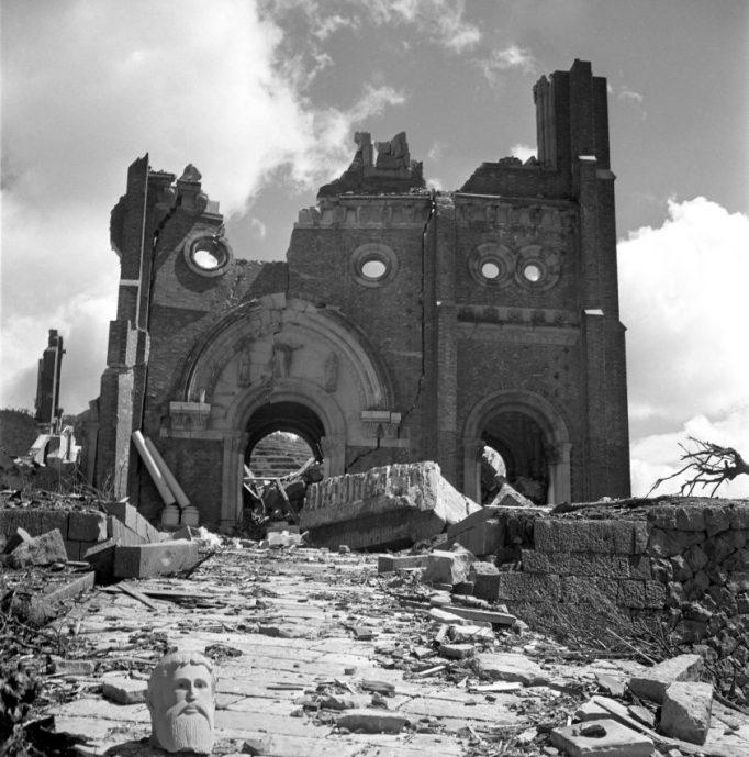 Catedrala URAKAMI după bombardament
