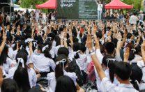 """Liceenii din Thailanda se revoltă: """"Prima noastră dictatură este școala"""""""