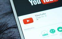YouTube interzice teoriile conspiraționiste care vizează persoane sau grupuri