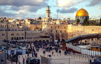 Israel redeschide o parte dintre școli, cu prudență