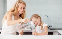 """""""Mami, de ce curge ploaia de sus în jos și nu invers?"""" Cum să-i răspunzi la toate curiozitățile despre apă"""