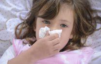 Prima explicație a faptului că majoritatea copiilor sunt asimptomatici: anticorpii creați după viroze
