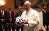 """De dragul educației, Papa Francisc și-a """"trădat"""" echipa de fotbal de suflet"""
