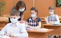 CDC: În școli, regula de purtare a măștii trebuie menținută, chiar dacă profesorii sunt vaccinați