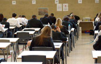 Șapte școli din București reiau cursurile cu prezență fizică, pentru o zi