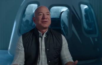 Miliardarul Jeff Bezos va zbura în spaţiu în luna iulie, împreună cu fratele lui