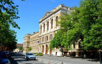 Universitatea Babeș-Bolyai condiționează participarea fizică la cursuri de vaccin, testare sau vindecarea recentă de Covid-19