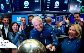Miliardarul Richard Branson pleacă azi în spațiu. Unde poți vedea lansarea Virgin Galactic