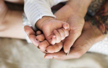 Proiect MIPE: Tichete sociale în valoare de 2000 de lei pentru mamele cu posibilităţi materiale reduse