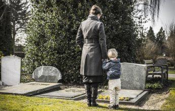 Cum să vorbim cu copiii despre moartea unei persoane dragi. Recomandările UNICEF