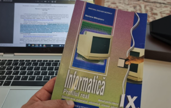 """Senatorul Ștefan Pălărie, indignat de coperta unui manual de informatică: """"Monitor cu tub și o dischetă"""""""